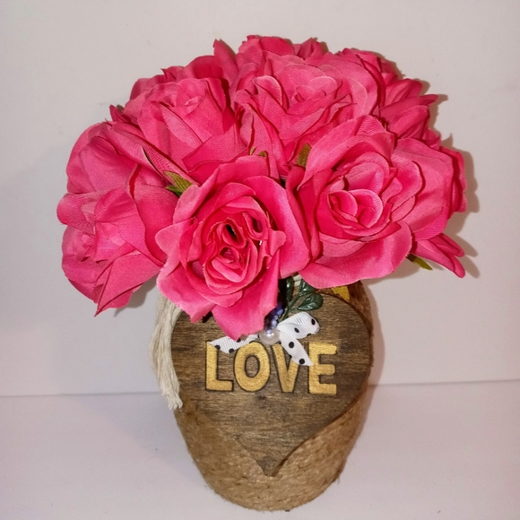 Jute Vase with Pink Roses